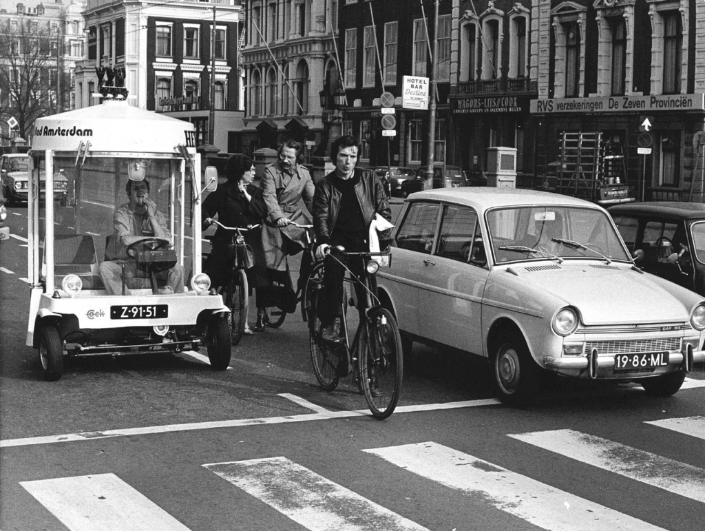 Amsterdam traffic with the 'witkar'. 20 June 1974. ANP Foundation.